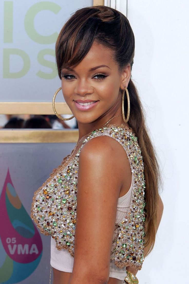 arrives at the 2005 MTV Video Music Awards at the American Airlines Arena on August 28, 2005 in Miami, Florida.