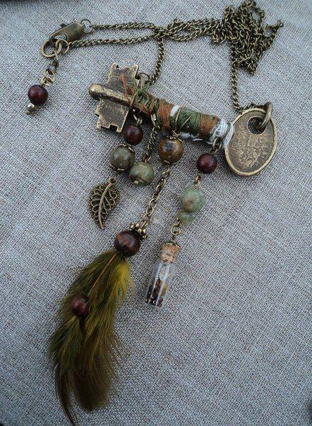 Украшение из ключа,деревянных бусин,камней,фурнитуры и стеклянной баночки.
