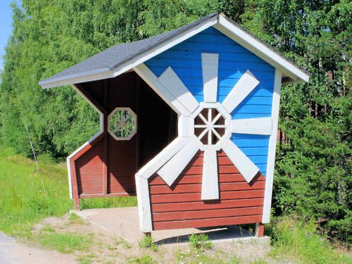 mcwebsite:  while you're here,check out this neat Finnish bus stop