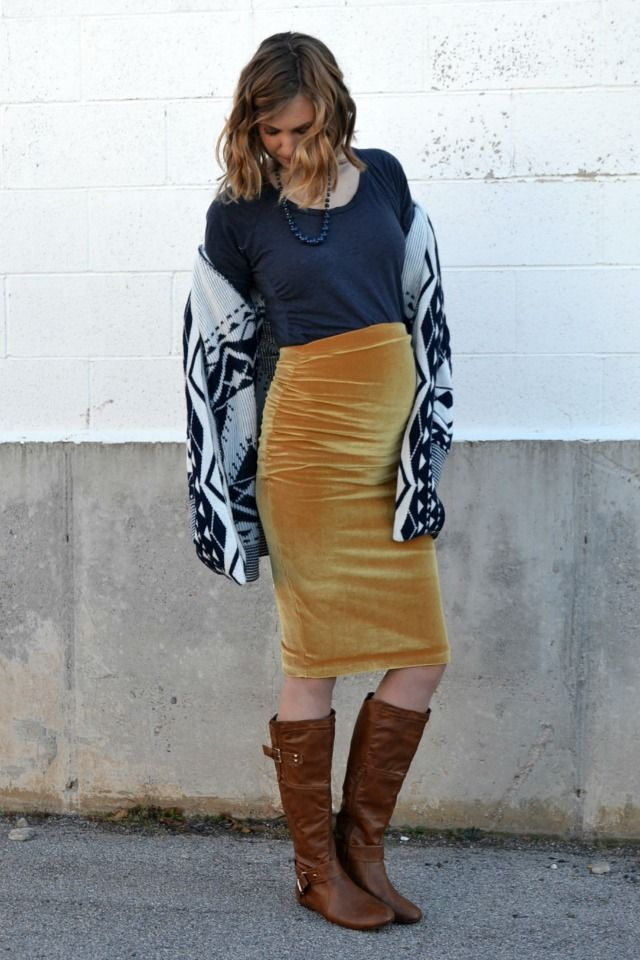 Feather's Flights {a creative, sewing blog}: Me Made: Gold Velvet Maternity Pencil Skirt using @megan_nielsen #erinsewingpattern
