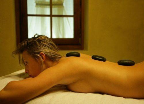 Stone Therapy, i massaggi con le pietre calde