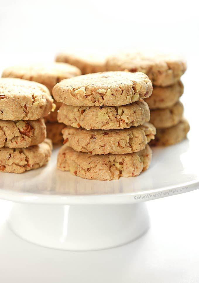 Crujiente, crujiente y la bondad de nuez todos mezclados en estos Sandies pacana para hacer una galleta favorita clásico.
