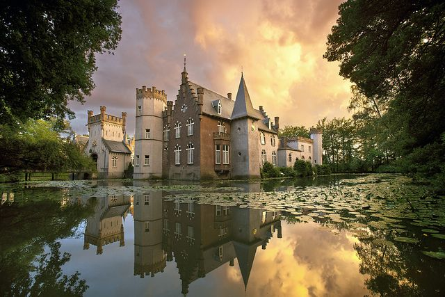 Stapelen Castle near the town of Boxtel - North Brabant, Netherlands (photo by fischerfotografie.nl on Flickr)