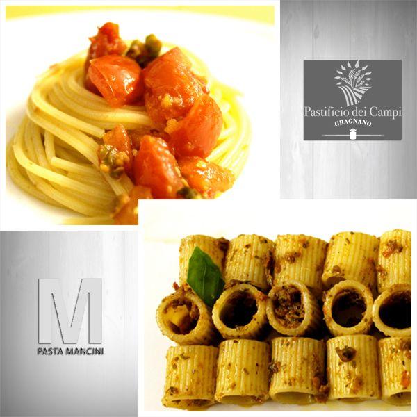 MEZZE MANICHE ALLA CARRETTIERA Pasta: Mezze Maniche. Produttore: Mancini. Quantità: 500 gr. Cottura: 11 min. Sugo: Pesto Carrettiera. Produttore: SoloSole. Quantità: 180gr. Ingredienti: Pomodori secchi, peperoncino, olive nere, olio di semi di girasole, olio extra vergine di oliva, spezie. SPAGHETTI ALLA TRAPANESE Pasta: Spaghetti Maxi di Gragnano. Produttore: Pastificio dei Campi. Quantità: 500 gr. Cottura: 8 min. Sugo: Pesto alla Trapanese. Produttore: SoloSole. Quantità: 280 g