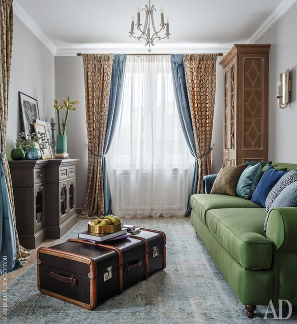 Гостиная. Шкафы и комод изготовлены на заказ, Enjoy Home. Ковер Westelm.