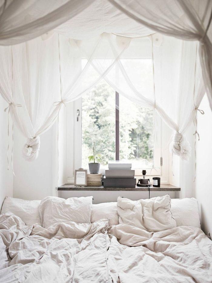 romantisches schlafzimmer mit baldachin