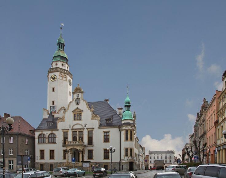 Ratusz w Ziębicach - eklektyczna budowla wzniesiona w latach 1887-1890 na miejscu wcześniejszego budynku ratusza renesansowego. Obecnie jest siedzibą Muzeum Sprzętu Gospodarstwa Domowego.