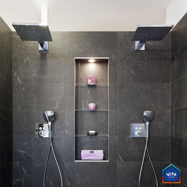 Double douche l 39 italienne avec robinetterie encastr e et niche avec tablettes en verre sur - Douche double italienne ...