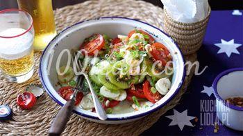 Питательный салат с киви, бананами и помидорами
