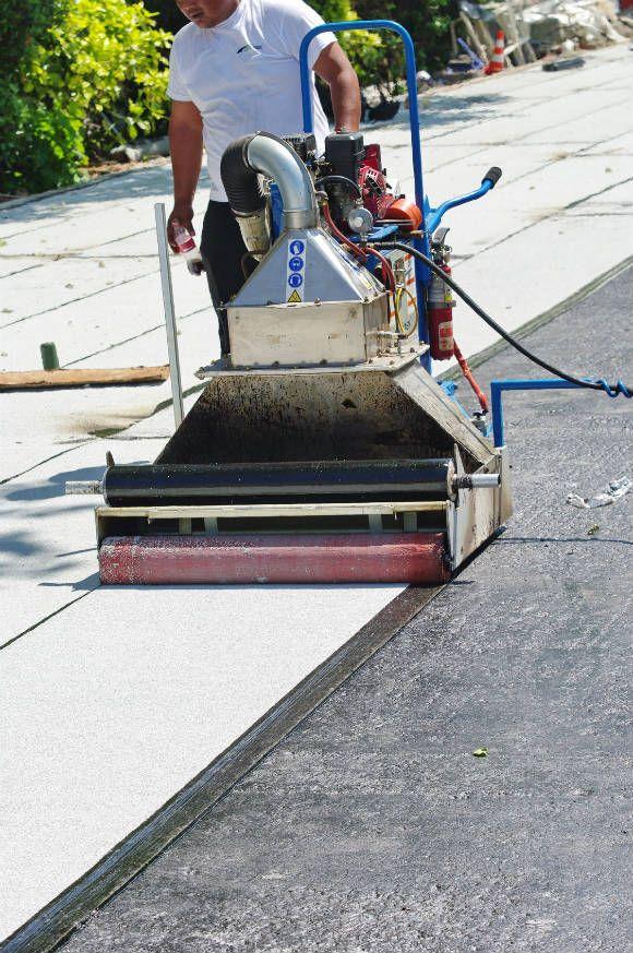Les travaux d'étanchéité de toiture : http://www.maisonentravaux.fr/couts-travaux/couts-toiture/prix-travaux-etancheite-toiture-terrasse/