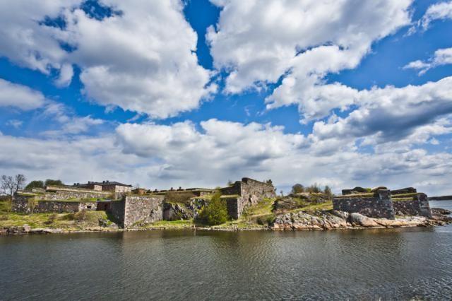 Finlan's Castle = Visit Suomenlinna Castle in Helsinki
