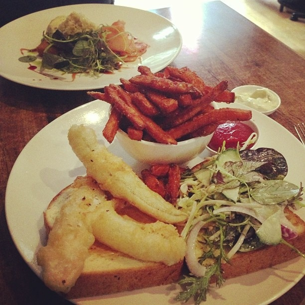 Simply delicious...sweet potato chips with Fish Burger, anybody?