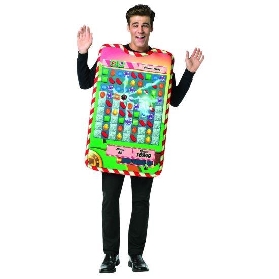Candy Crush app spelletje verkleedkostuum voor volwassenen. Het kostuum bestaat uit een foam tuniek met Candy Crush print. Materiaal: 100% polyester foam.