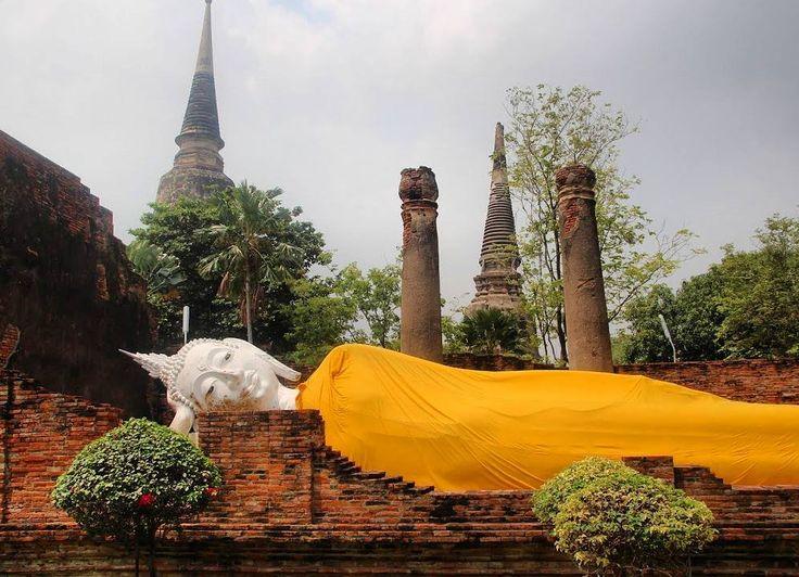 Ainda sobre a Tailândia outro passeio imperdível é uma visita à antiga cidade de Ayutthaya.  A cidade que foi fundada em 1350  foi bastante destruída pelo exército birmanês e as ruínas hoje encontradas são consideradas Patrimônio da Humanidade pela Unesco.  É possível conhecê-las em um bate-volta a partir de Bangkok.  Se você tiver mais tempo inclua na sua viagem Angkor Wat no Camboja e Myanmar. É muito interessante conhecer as três visões do mesmo período de guerra.  Para ver todos os…