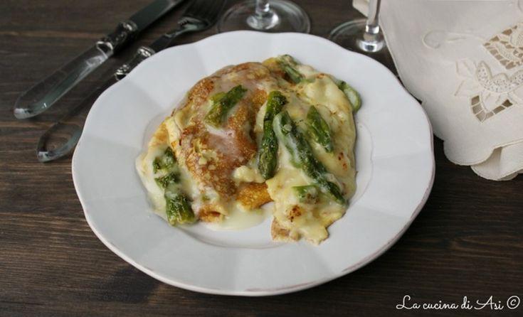 Crespelle con asparagi un primo piatto di stagione dal gusto delicato e reso cremoso dallasalsa besciamella Ricetta crespelle con asparagi