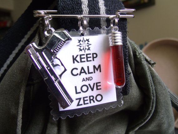 Vampire Knight Inspired Zero Kiryuu Bag Clip / Keep Calm and Love Zero - Silver / White / Red - appr 2 1/4 inches square