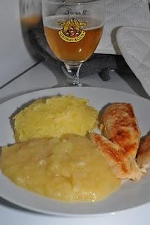 Poulet au miel compote vanillée et purée de pommes de terre http://geraldineencuisine.blogspot.com/2010/10/poulet-au-miel-compotte-vanillee-et.html