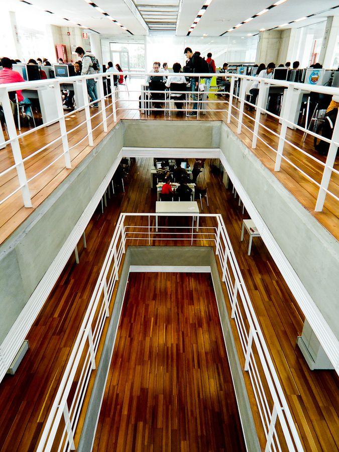Biblioteca del Edificio de Ciencia y Tecnologíá. #Unal