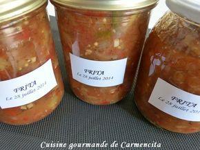 Ingrédients 2 kg de poivrons rouges 2 kg de poivrons verts 2 kg de tomates Roma 3 oignons 2 c à soupe d'origan 4 gousses d'ail 3 feuilles de laurier Préparation Stériliser les pots et laisser sécher. Laver les poivrons et les tomates puis les éplucher...