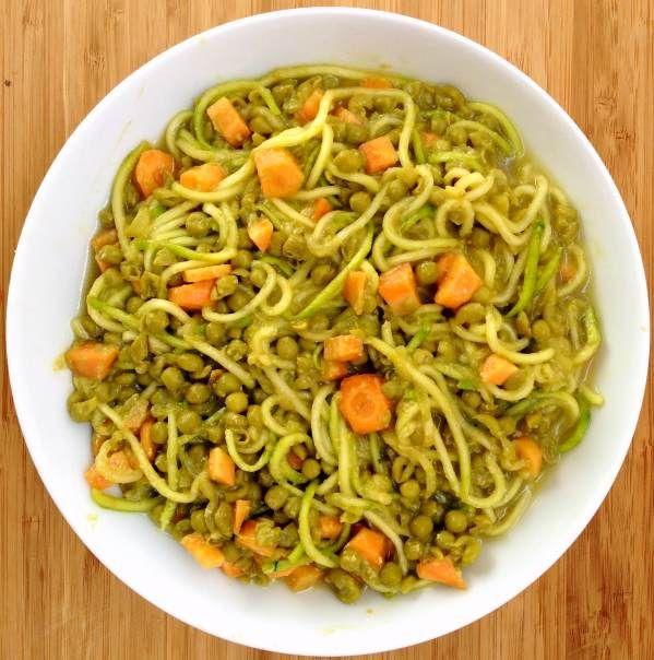 Cena exprés: espaguetis de calabacín con guisantes y zanahoria