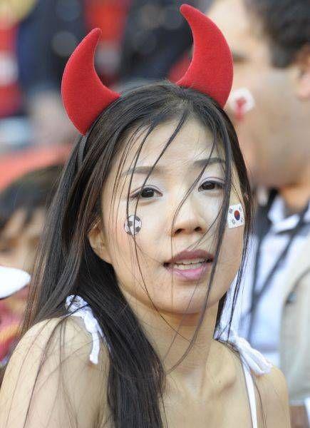 2010年南アフリカ大会・韓国のサポーター(南アフリカ・ポートエリザベス)(2010年06月26日) 【AFP=時事】 ▼26Jun2010時事通信|ワールドカップ美女サポーター 写真特集 http://www.jiji.com/jc/wcup2014?d=d4_ftbnn&p=wbs214-jpp09543300&s=photolist