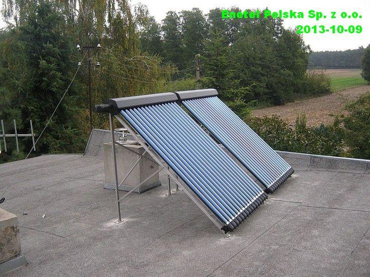 Instalacja na dachu płaskim, kolektory próżniowe 2 x 16 rur, zasobnik 300 litrów