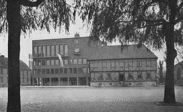 Ahlbom & Sterner: Halmstads rådhus – Rävjägarn