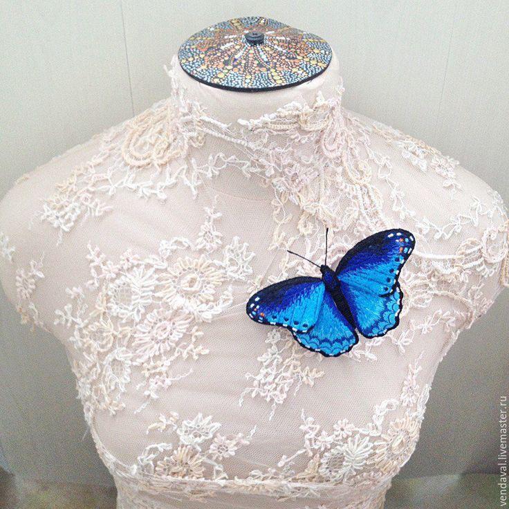 Купить Брошь бабочка Морфо Марина вышитая объемная - синий, брошь ручной работы