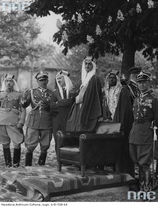 Bolesław Wieniawa-Długoszowski and a arabian guy