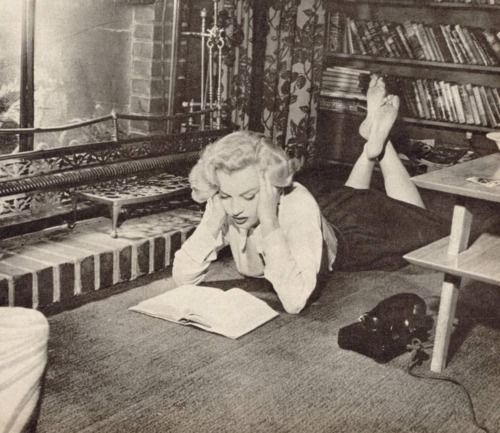 Marilyn Monroe reading infront of a warm fire at Natasha Lytess' house.  [1951]