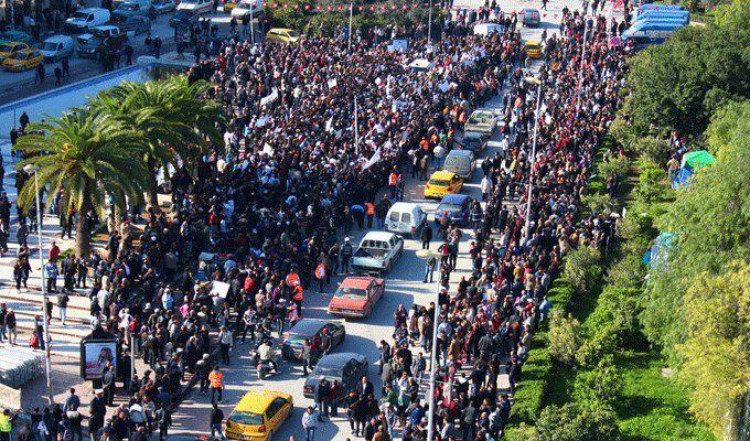 Rassemblement contre le retour des Tunisiens des foyers de tension devant le parlement au Bardo