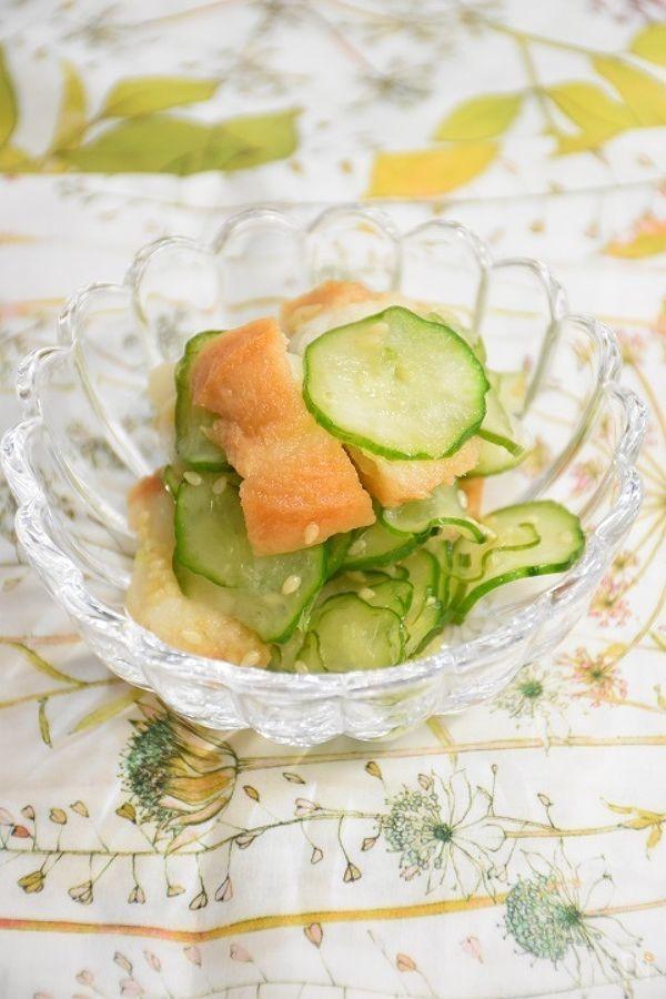 仙台麩(あぶら麩)ときゅうりの酢の物です。簡単に市販の寿司酢で作ります。