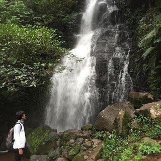 MENYELAMATKAN 100 MATA AIR Melestarikan sumber daya alam sangatlah penting. Apalagi air sebagai sumber utama kehidupan. Tindakan cerdas pun dilakukan Dedi Mulyadi, Bupati Purwakarta. Ia dengan berani memborong 100 mata air dan air terjun milik warga...