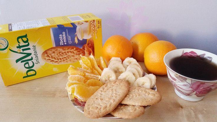 Śniadanie wcale nie musi być nudne .Ulubione owoce i pyszne delikatnie pieczone zbożowe ciasteczka belVita zboża + mleko .Idealne śniadanie dla mistrzów poranka :) #żona #zakreconapanidomu #dlaMistrzówPoranka #belvita #streetcom