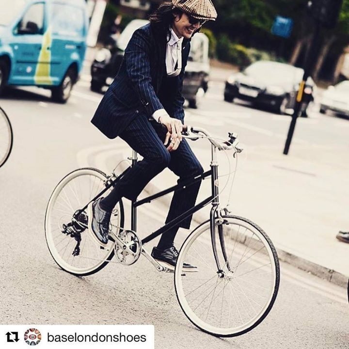 #Repost @baselondonshoes with @repostapp Scarpe BASE LONDON 129   @london_outlaws rolling into Monday in a pair of Carter Hi Shine Brogues   #model #fashion #formalshoes #maleblogger #blogger #menswear #menafashion #mensshoes #style #stylish #london #city #commute #londoncommute #bike #bikeride #bicycle #streetwear #workwear #hat #suit #outfit #ootd #sotd #instafashion #instadaily #weareoutlanders #shoes  http://ift.tt/2qWVq8D #fashion #moda #shop #shopping #man #women #outfit #moda…