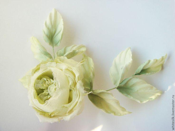 Купить Светло-зеленая роза из шелка. Нежная салатовая брошь - салатовый, зеленый цвет