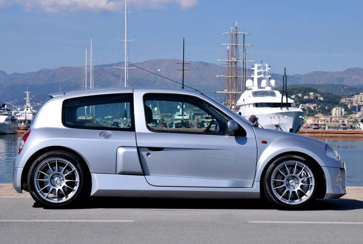 #Renault #Clio #3.0 #V6 #Sport