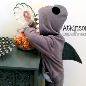 No-Sew Shark Costume- Making larger versions for myself and  Ron to accompany our little scuba diver for Halloween