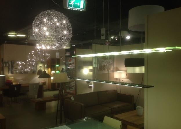 96 best images about showroom winkel interieur verlichting for Woonkamer tafel