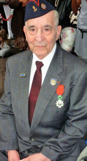 El jubilado español que liberó París  Rafael Gómez, de 94 años, es el único superviviente que puede contar qué hizo 'La Nueve'  La compañía de republicanos escoltó a De Gaulle en 1944 por los Campos Elíseos.