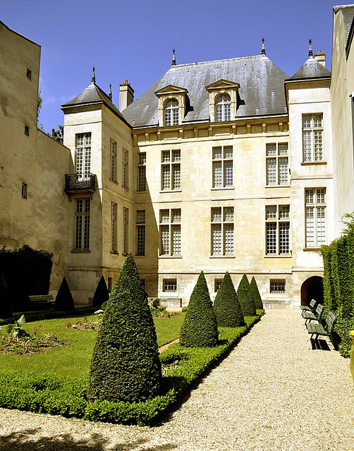 Hotel Donon, one of the beautiful Renaisance private homes in the Marais district of Paris, like the one to which Elodie went searching for Philippe