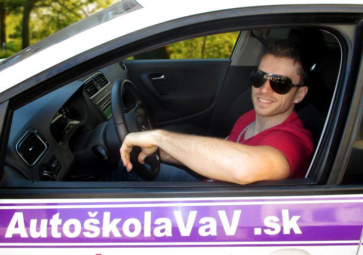 Adrian Novák - Adrián je vyznávačom zdravého životného štýlu. Vo voľnom čase sa rád venuje napríklad futbalu a fitness-u. Ak si teda chcete u pána Nováka šplhnúť, tak voľte radšej ovocie ako sladkosti ;).