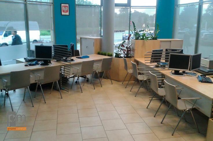 Sala obsługi Biura Paszportowego Tychy więcej pomysłów na lady ; http://www.projektmebel.pl/realizacje/poczekalnia-i-recepcja
