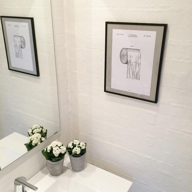 BADEVÆRELSES POSTER | Synes at denne poster fra @bomedo_com er totalt cool til gæstebadeværelset - tak for tippet @malouejdesgaard  #bathroomposter #poster #badeværelsesposter #badeværelse #bathroom #instainspo #inspiration4you #inspiration #kalanchoe #bomedo #toiletpaper #toiletpaperposter