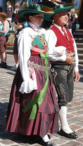 Traditional Italian Clothing | ... - Sankt Ulrich ... | Italian people: traditional clothes, an