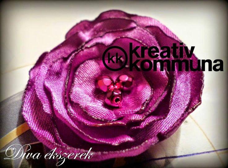 Textil virágos gyűrű készítése Nikolettel, a Díva ékszerek alkotójával.  Fabric flower tutorial.