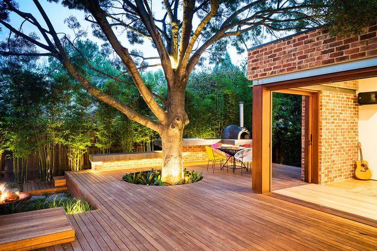 Hátsó kert gyönyörűen felújítva - fa burkolat, szép medence 160nm-en