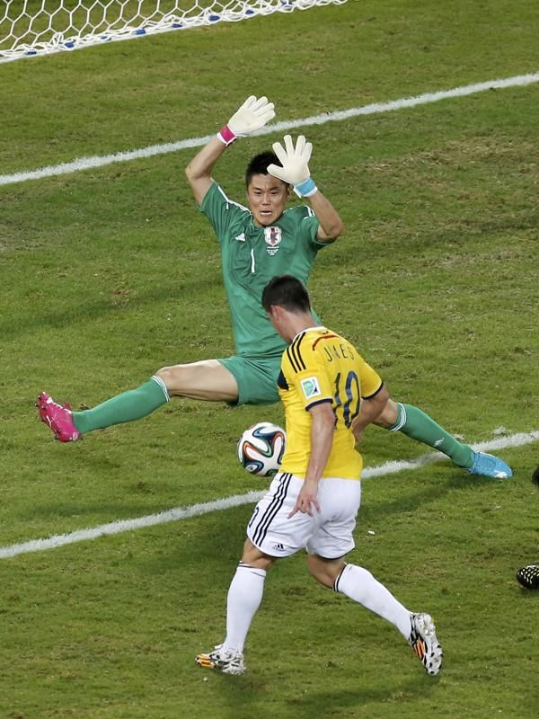 Colombia's James Rodriguez scores their fourth goal against Japan during their 2014 World Cup Group C soccer match at the Pantanal arena in Cuiaba June 24, 2014.