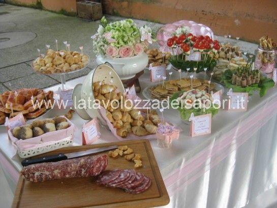 Buffet per Battesimo Stile Shabby Chic   http://www.latavolozzadeisapori.it/buffets/buffet-e-allestimento-battesimo-stile-shabby-chic