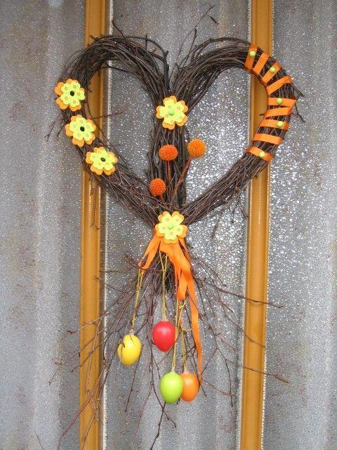 Velikonoční věnec z proutí na vchodové dveře vašeho domu